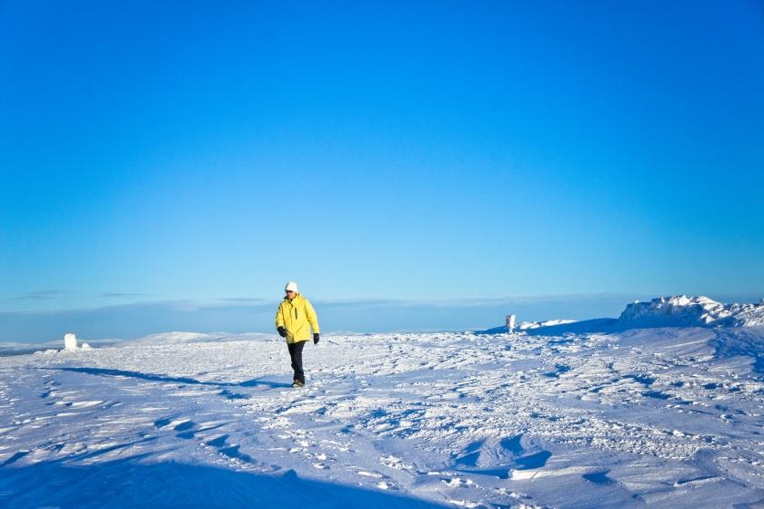 走上雪山上