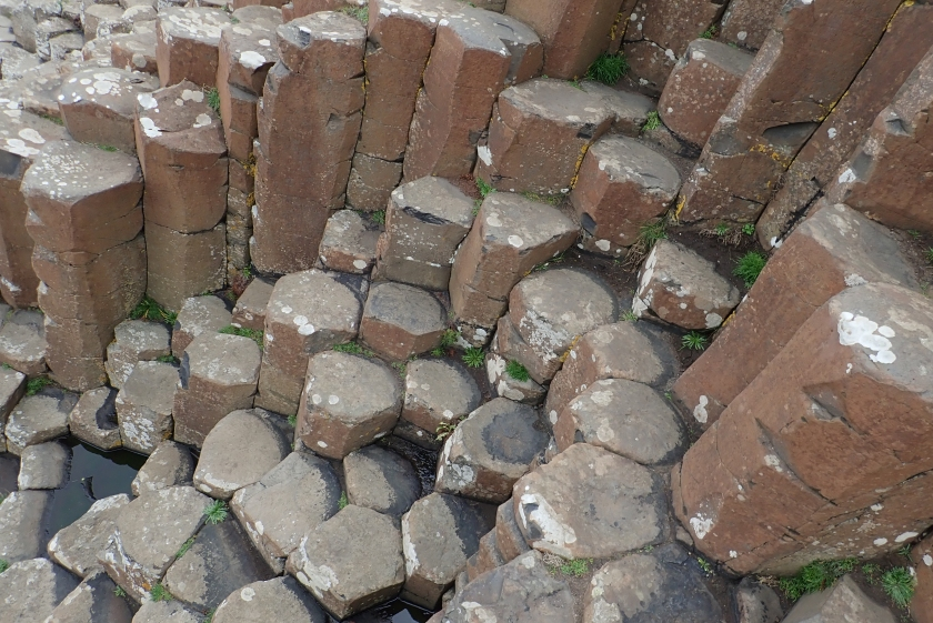 Giant Causeway的六角柱石,有部分像是梯級形態