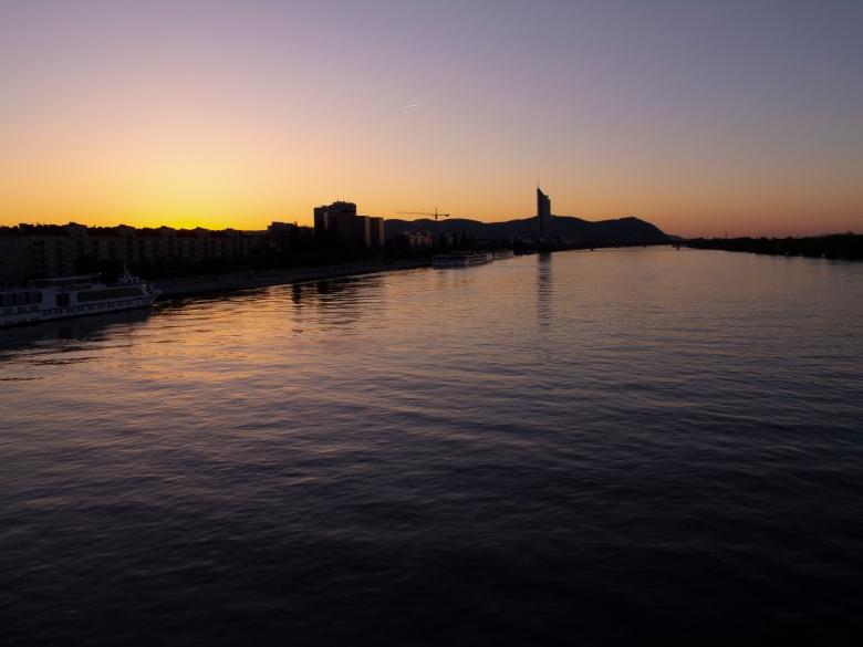 多瑙河的黃昏美景