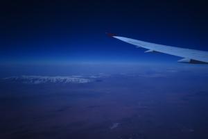 機艙外的晚空