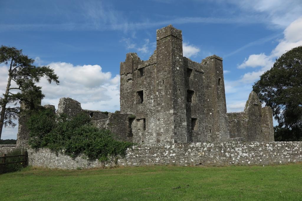 修道院Bective Abbey與其外牆,佇立至今仍算是完整