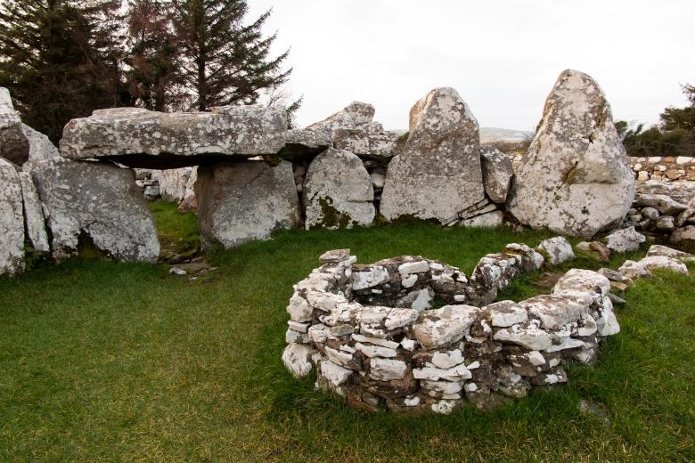 愛爾蘭古墓 Creevykeel Court Tomb