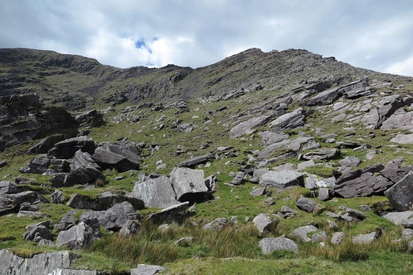 湖後的陡坡