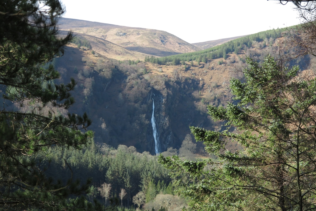 遠觀瀑布Powerscourt Waterfall