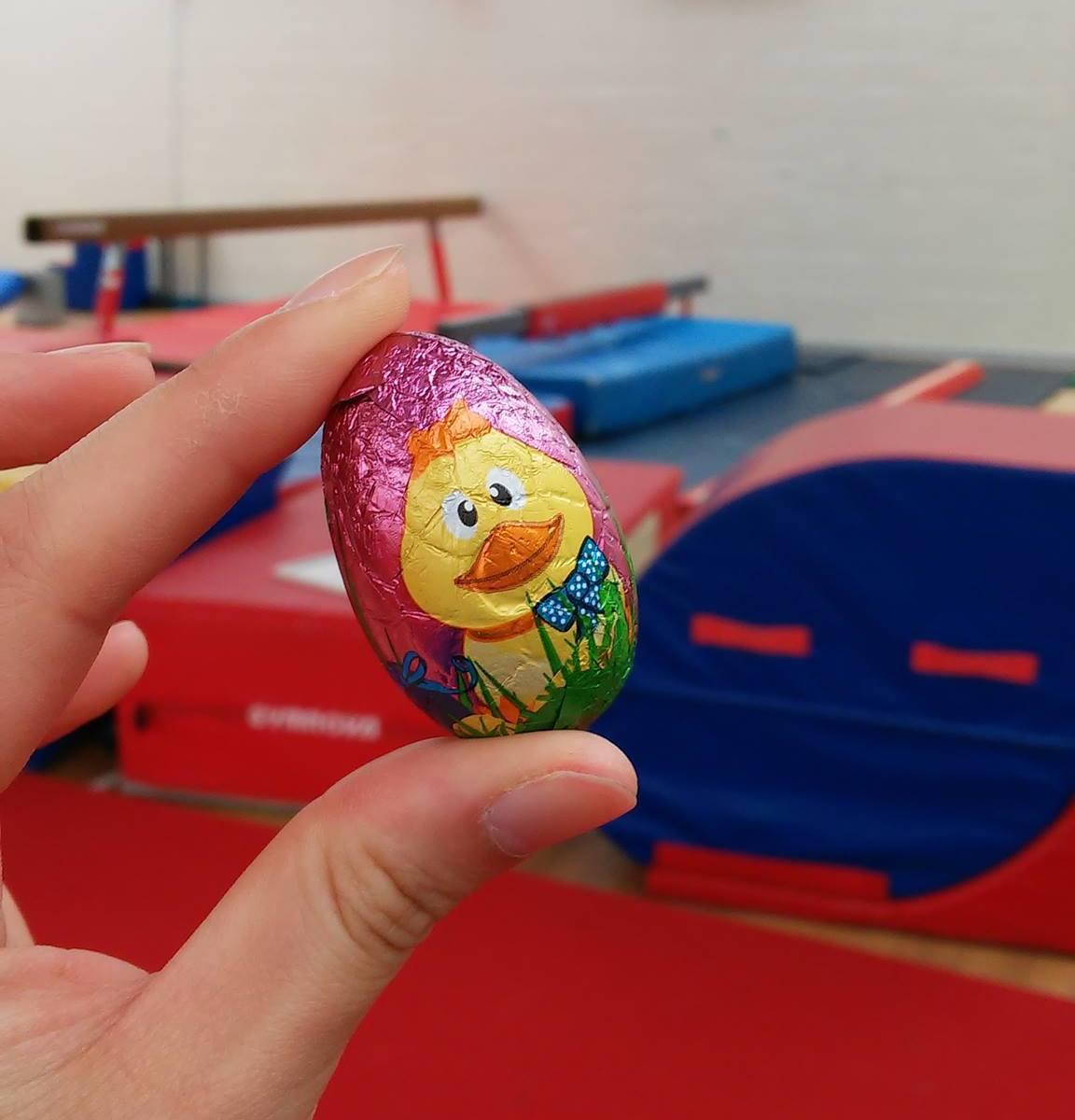 體操營期間,安排一Treasure hunt遊戲,教練們合力收起復活蛋