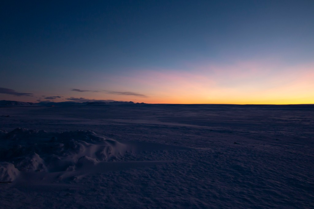 晨曦前的雪景
